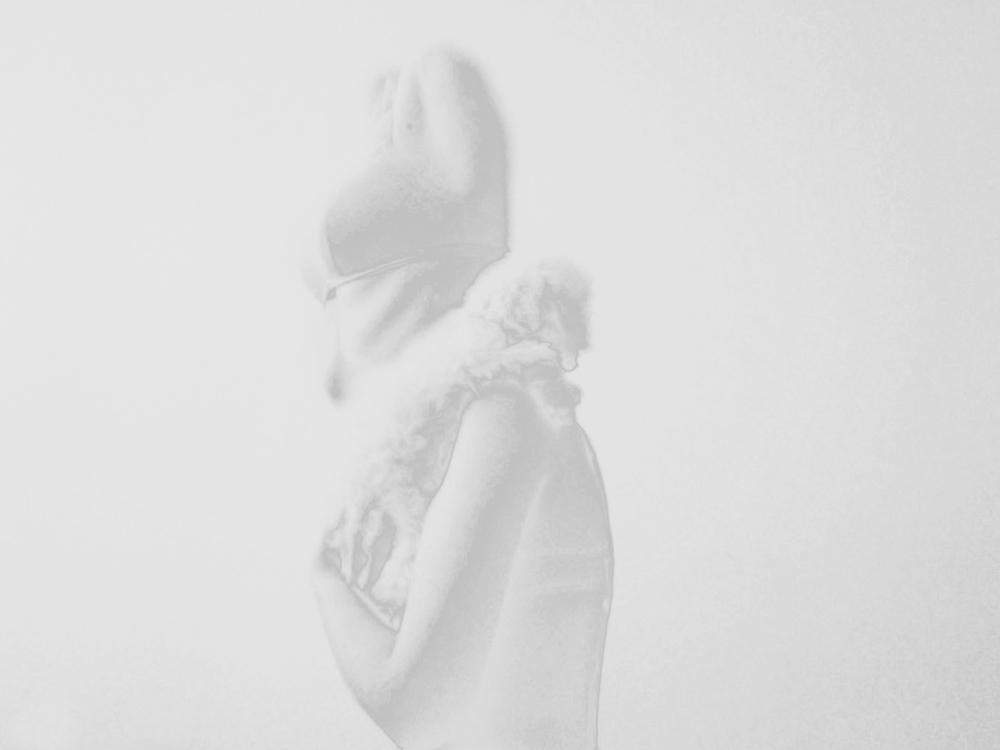 klein_wei__skulptur_suburbanetranszendenz_Foto_am_05_05_2012_um_10.10_sx_5_Kopie_Kopie